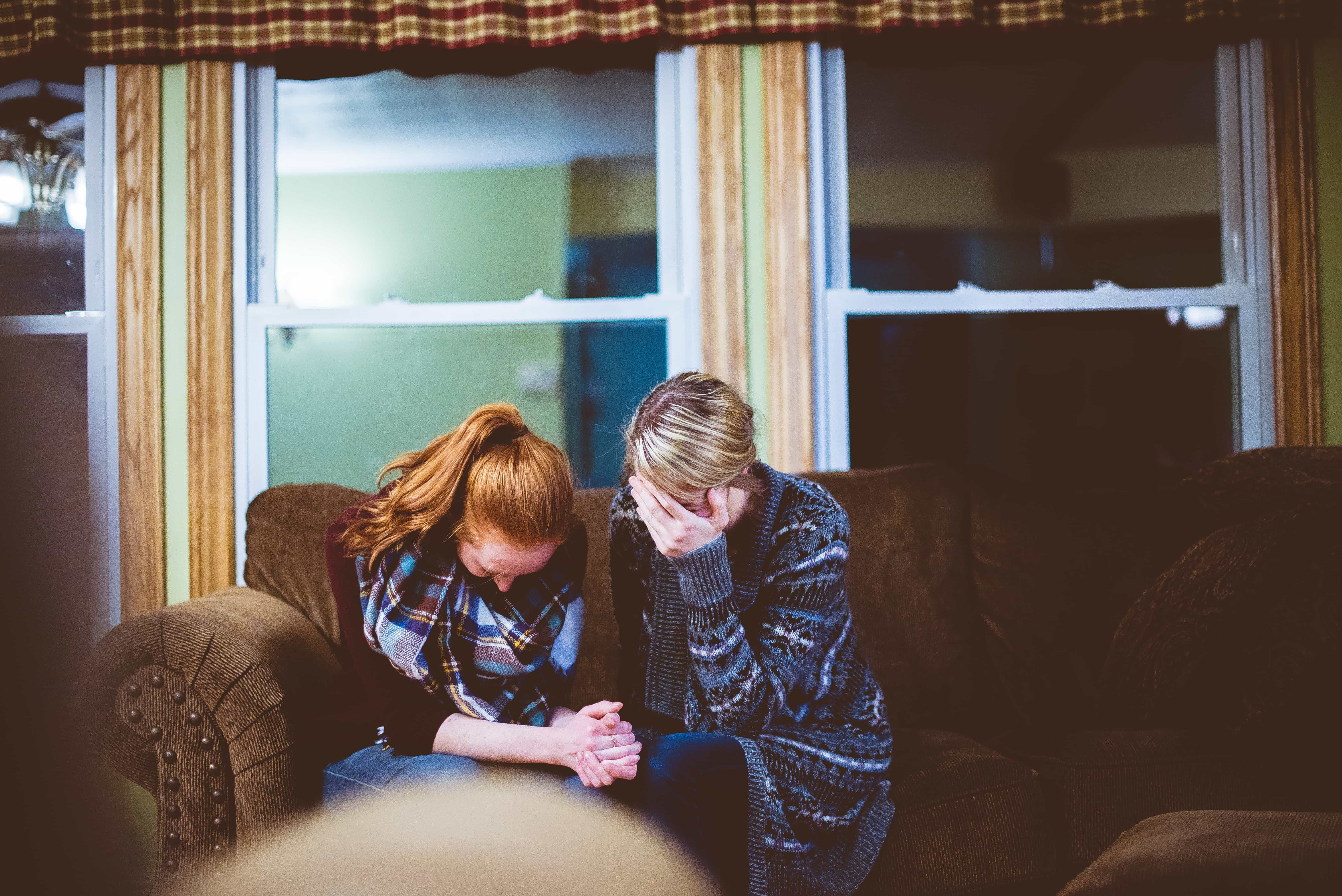 8 Ways to Offer Support to Someone Grieving