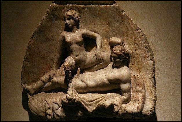 Путана в древнем риме, скрытая мини камера в туалете женском вид спереди