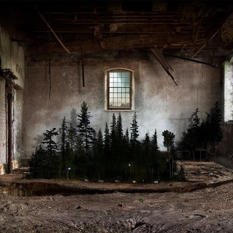 surreal-indoor-landscapes-art-interiors-suzanne-moxhay-2-5898730e65c13__880