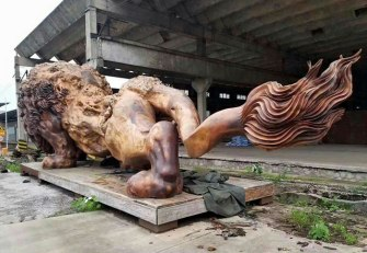 carved-wooden-giant-lion-sculpture-1-5914087172a56__700