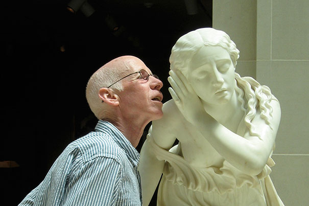 people-playing-with-statues-funny-posing-47-59354af3c8fb0__605