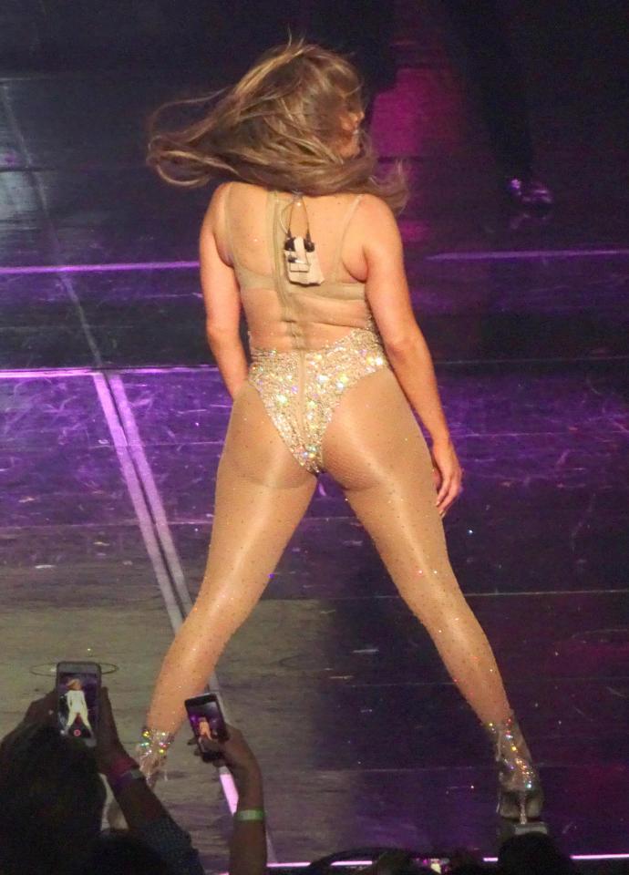 Лопез устроила порношоу прозрачном комбинезоне в стразах видео