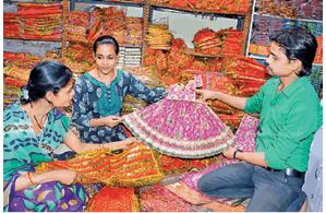 नवरात्र 28 से, माता के वस्त्रों से सजा हटिया