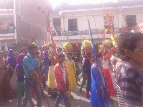 जिले के अकबरपुर कस्बा में विवाद के बाद भारी पुलिस बल के साथ निकला जवारा जुलूस