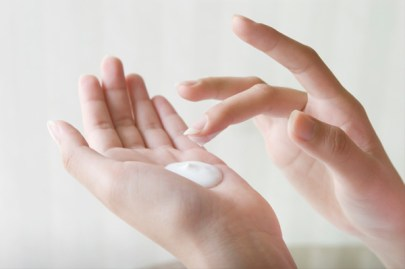 women-applying-hair-moisturiser-on-hands