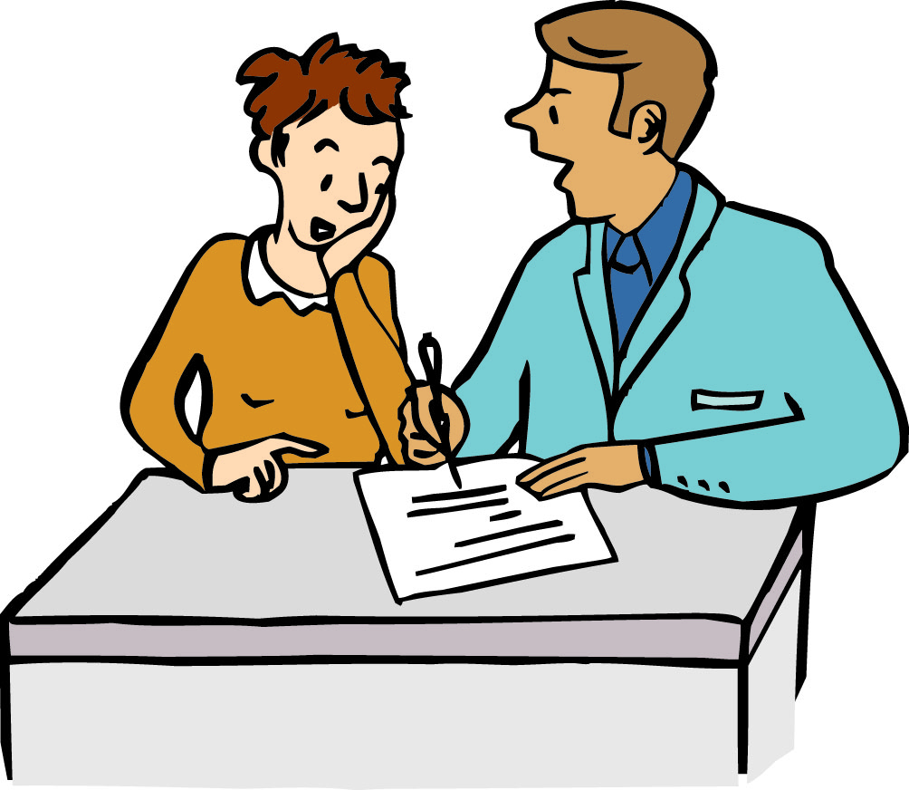 Ein Mensch erklärt einem anderen etwas. Sie sitzen an einem Tisch. Der Erklärer hält einen Stift in der Hand, mit dem er auf einen Text zeigt, der auf dem Tisch liegt. Der andere Mensch stützt seinen Kopf in die Hand, er denkt nach.