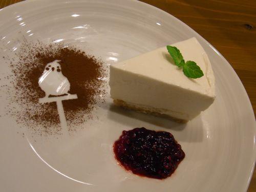 京都の鳥カフェ「Lovebird Cafe CHERRY」オカメインコのスイーツ
