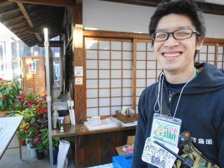 掛川花鳥園のバードスタッフさんはハイイロエボシドリのお世話を担当