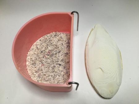 ボレー粉もカルトボーン(イカの甲)も同じ海産物で、貝殻の一種