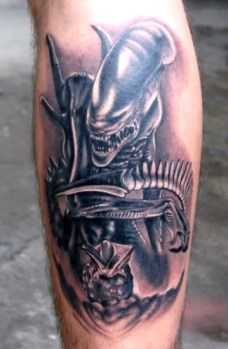 alien-predator-tattoo