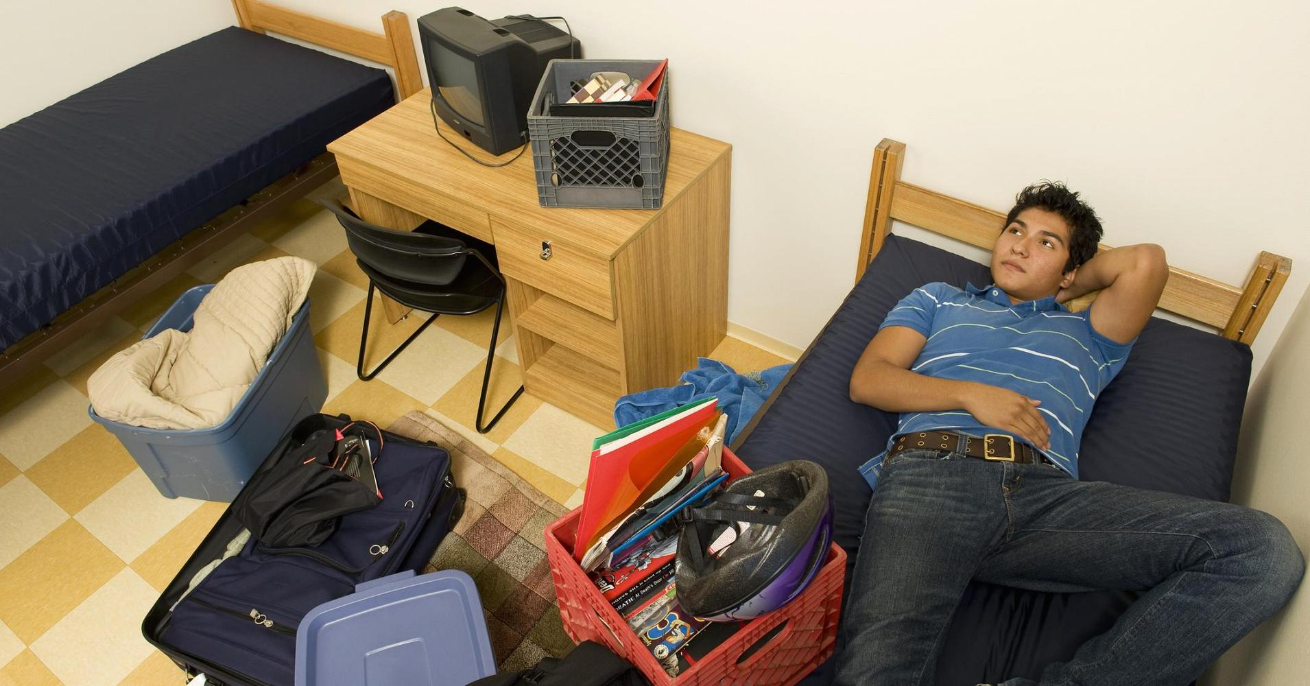 5 things you absolutely shouldn't bring to your college dorm