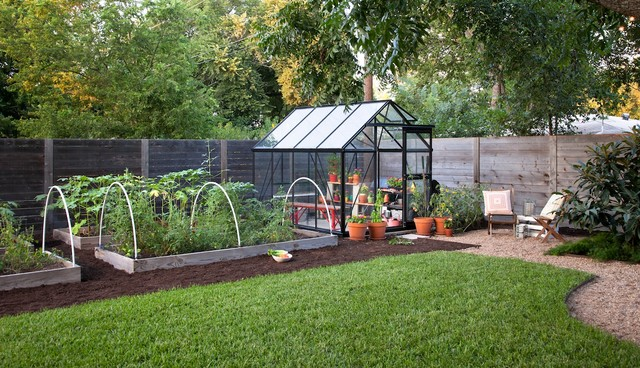 10 Things to Include in Your Greenhouse (13 photos)