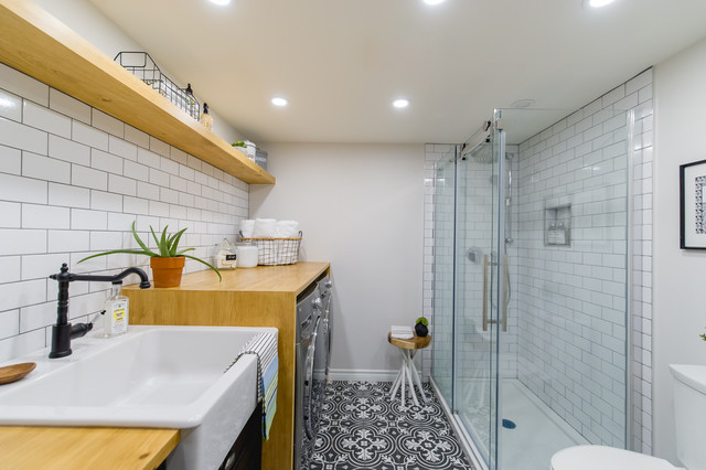 A Bathroom and Laundry Room in 85 Square Feet (7 photos)