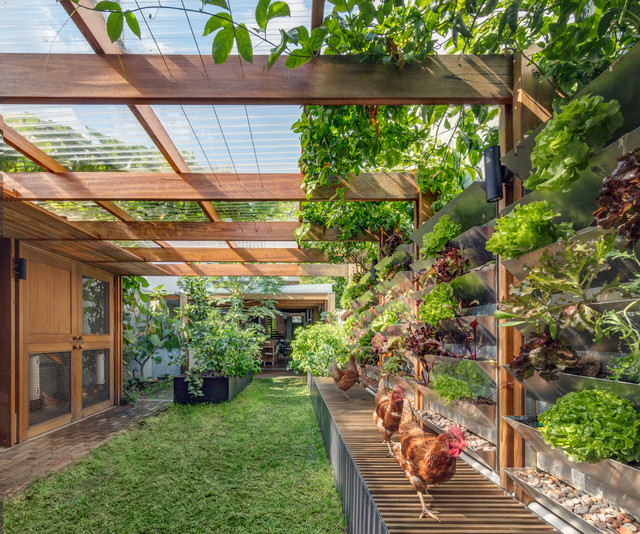 A Model of Green Living Inside and Out (10 photos)