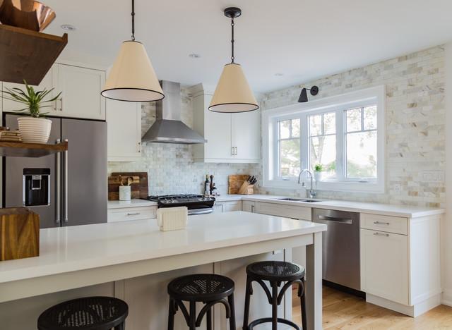 A Cool Color Palette Enhances Light in a Toronto Kitchen (4 photos)