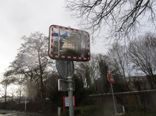 A mirror at the intersection of Kennedylaan and the bikeway ensures that motorists are able to see bikes approaching behind what is otherwise a blind corner.
