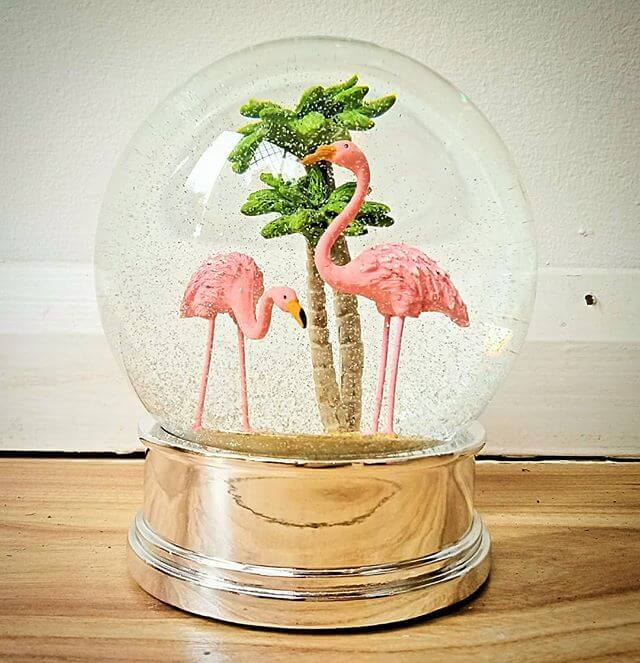 💚 Flamingo Snow Globe 💚 Don't worry it's not a Christmas thing. This beauty can stay on the shelf all year round! Available now at inlehome.co.uk
