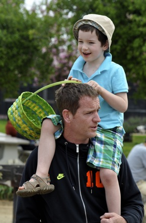 Dad and son enjoying Menlo Park Easter egg hunt