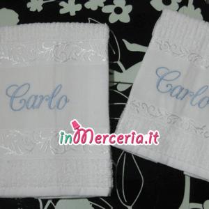 Asciugamani con inserto in tela aida e greca