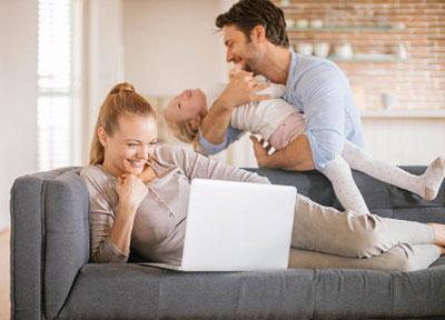 Πώς να πείτε στους γονείς σας ότι βγαίνετε με κάποιον που συναντήσατε στο διαδίκτυο
