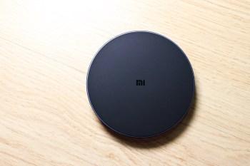 小米無線充電器快充版開箱,實測IphoneXS用不同充電器的充電時數。