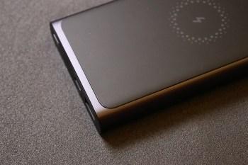 [開箱]小米行動電源3 無線版使用1個月經驗分享,無線充電的好處就是忘記帶充電線也沒關係,借朋友充電也不用問品牌。
