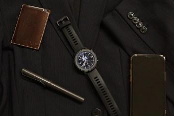 [開箱]紳士型男專用的Amazfit GTR Lite 特仕版智慧手錶,擁有24天高續航力及50公尺防水,而且外觀設計得很有型很好看。