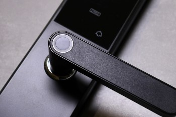 [開箱]FAMMIX 菲米斯五合一智慧指紋安全電子鎖,讓你瀟灑按指紋開門,從此不用再帶鑰匙,大大提升便利性改變生活節奏。