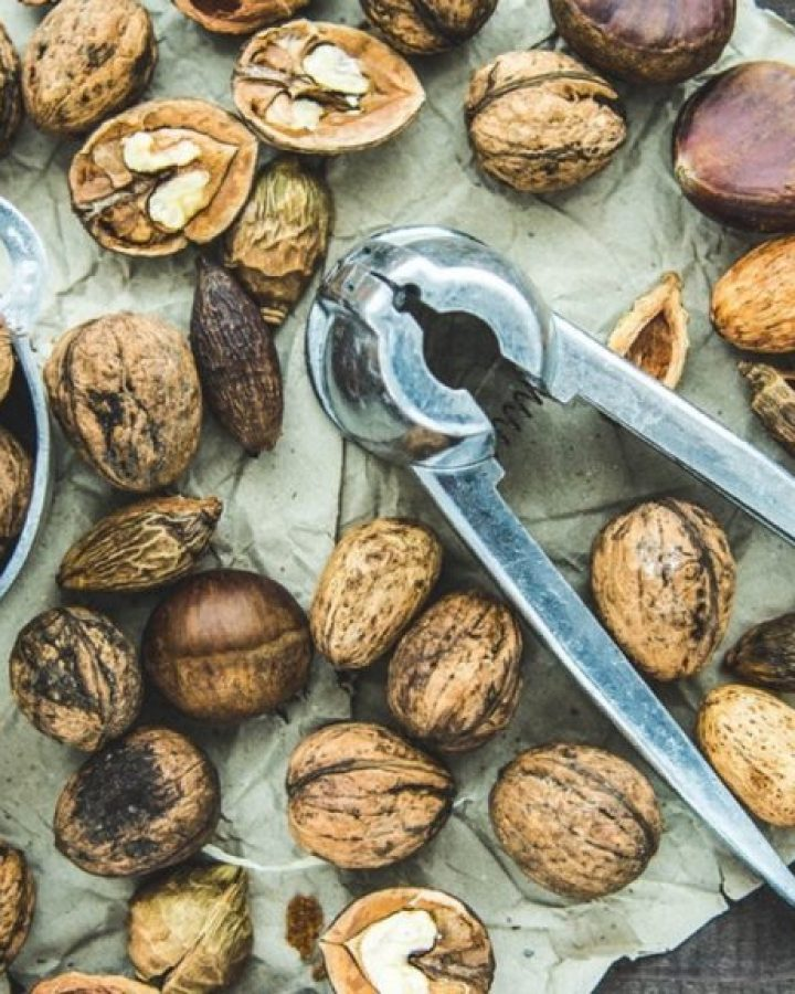 10 Health Benefits of Eating Nuts