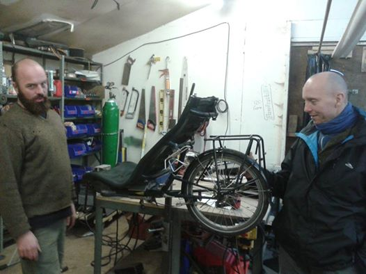 Nick Lobnitz (Carry Freedom) and Colin Stones (Lancaster Cycle Repairs) discussing InnerTuba's load lugging problems!