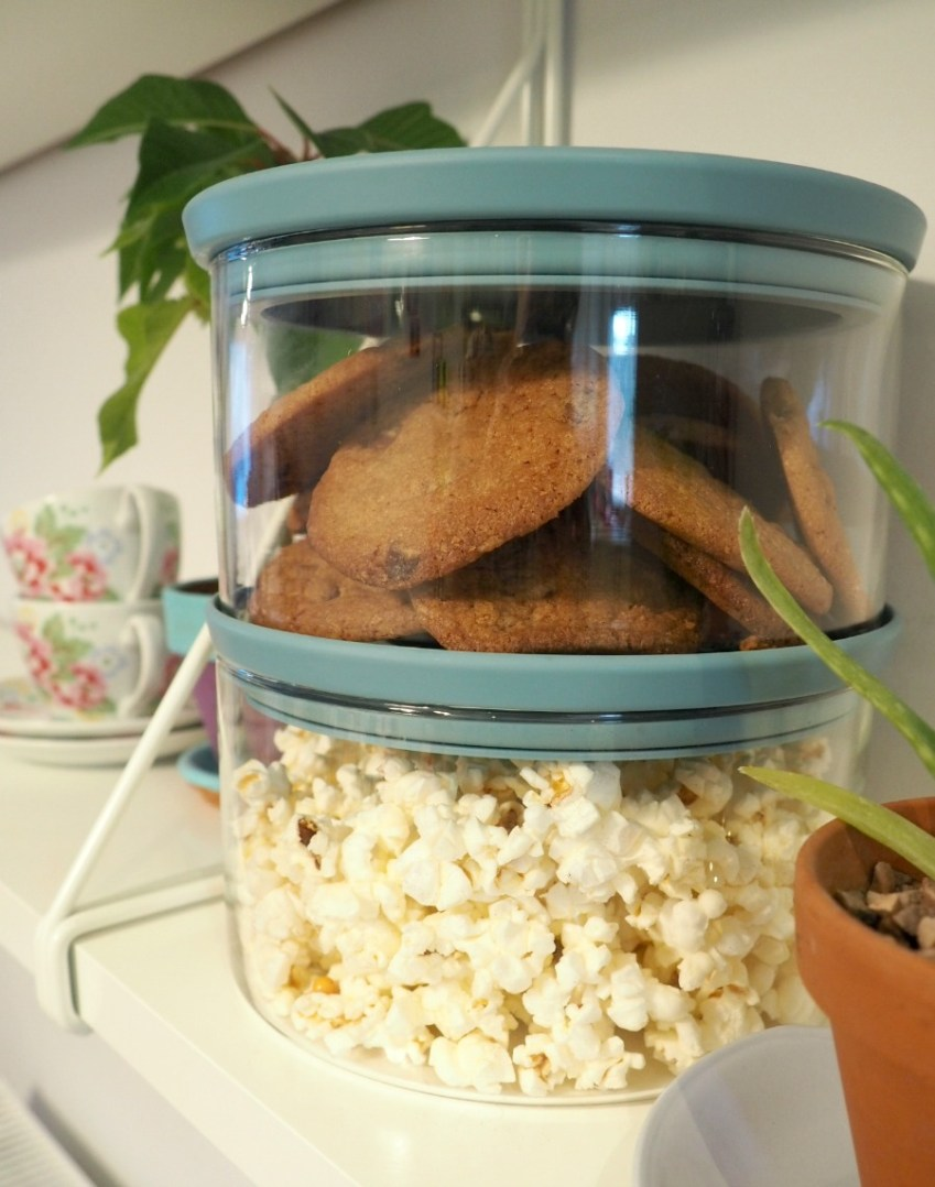 Proving the capability of the Brabantia Storage Jars with Biscoff Cookies