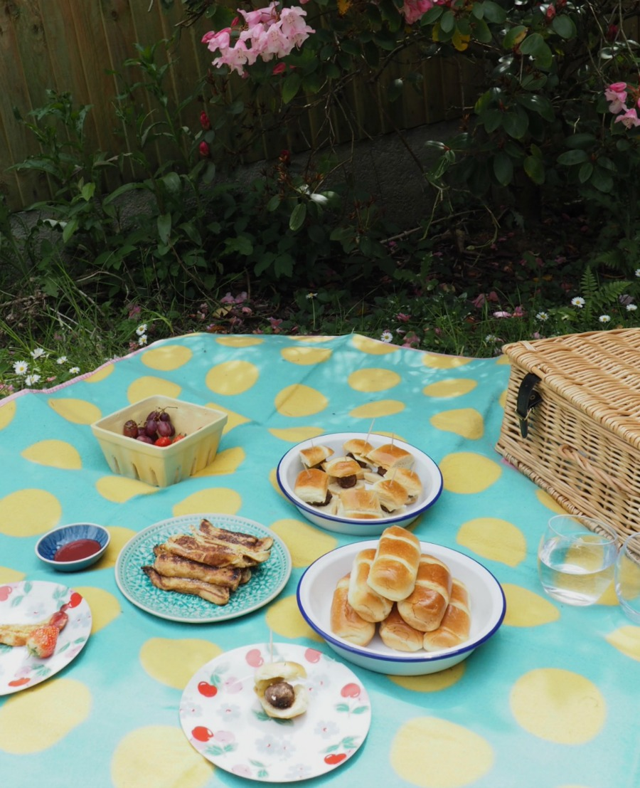 Perfect Picnics do not have to be sandwiches, nibbles and cakes. Think outside the basket. Here I share a couple of simple picnic food recipes with he help of Brioche Pasquier over at Innocent Charms Chats