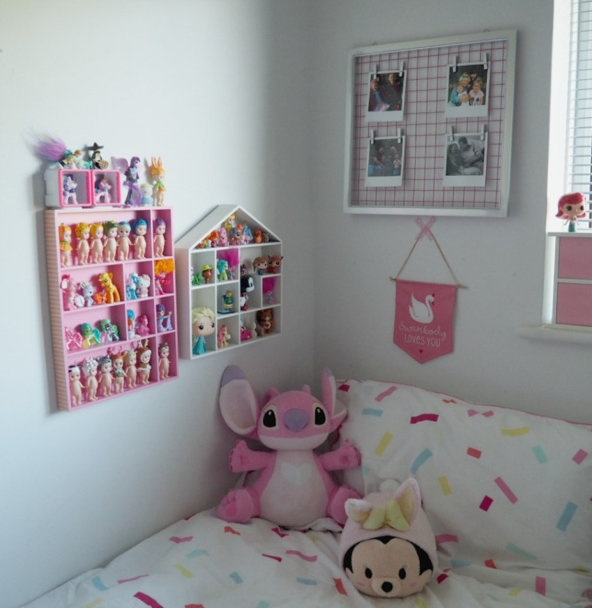 Girls pretty pastel bedroom with a Photo Mesh Frame up cycled with Pinty Plus, see more at Innocent Charms Chats