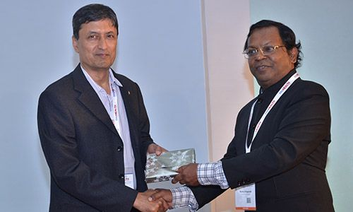 Eur Ing Muthu Singaram giving prize of appreciation to Ashim Roy at InnoHEALTH 2017 conference