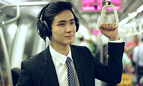 Cover-your-ears-while-travelling-on-public-transport
