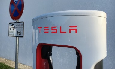 Elon Musk Challenges Car Companies to Go Electric