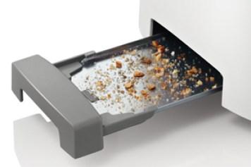 Ekmek kızartma makinesini temizlemek için tepsideki kırıntıları toplamanız gerekir.