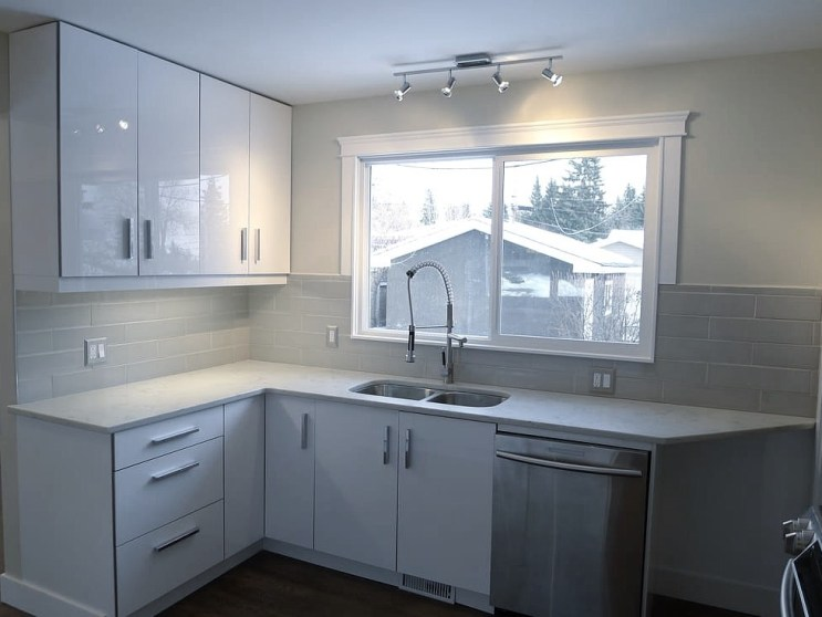 Bright white kitchen in Charleswood.