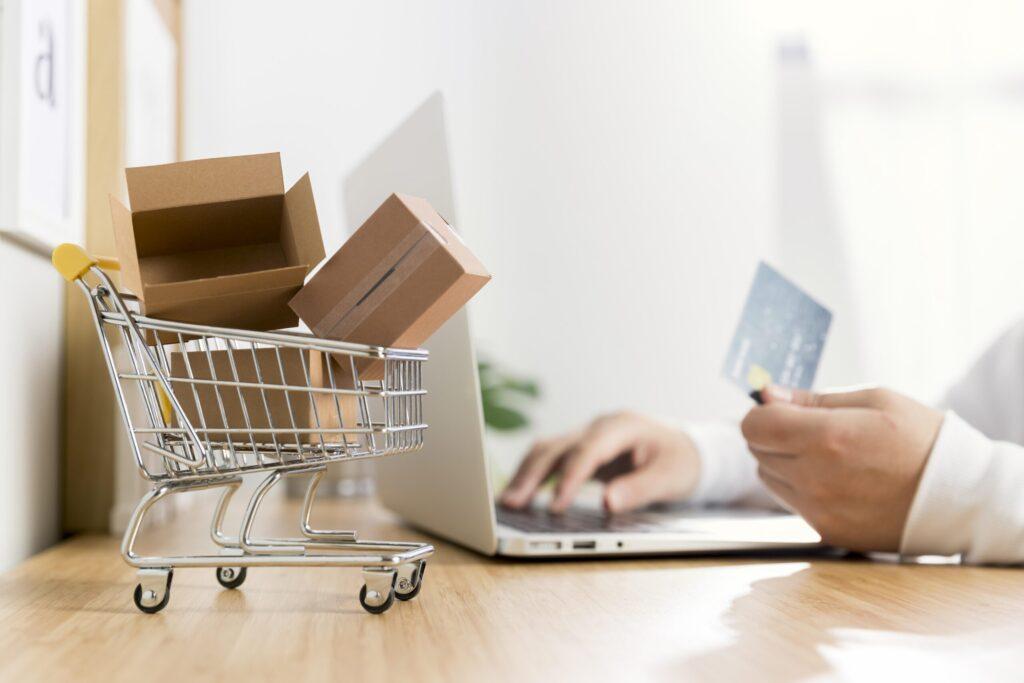 4186405 scaled e1599470602316 - ¿Cómo emprender tu negocio con una tienda en línea?
