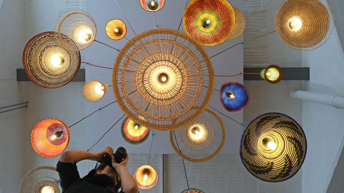 Lámparas del artista Álvaro Catalán de Ocón en la Bauhaus de Dessau e1552532783435 - 100 Años de la Bauhaus