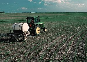 300px-Fertilizer_applied_to_corn_field