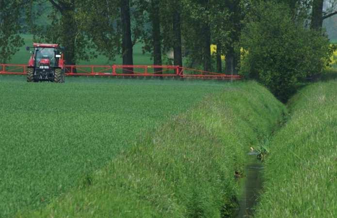 Pesticide application on arable land in Northwest Germany, Photograph: Renja Bereswill (University of Koblenz-Landau)