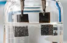 Single-catalyst water splitter produces clean-burning hydrogen 24/7