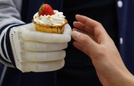 Real-time tactile control gained with a light and inexpensive inflatable robotic hand