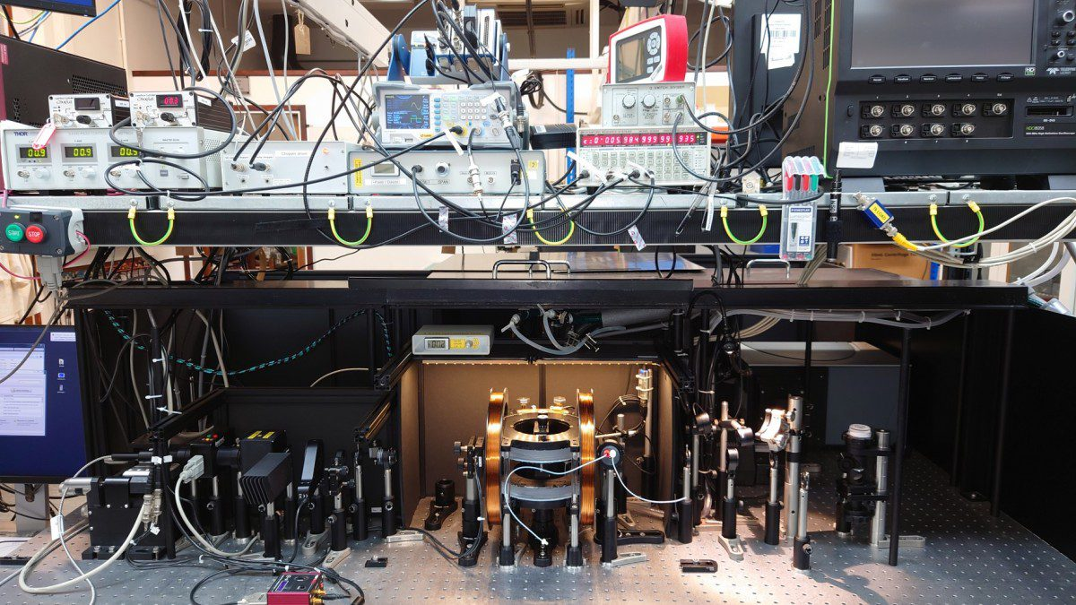 A broadband cavity-enhanced absorption spectrometer probes the magnetic sensitivity of photochemical reactions in cryptochrome proteins that may be a long-sought sensor for biological navigation. (Stuart Mackenzie, Department of Chemistry, University of Oxford)