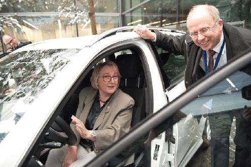 Tech Center a-drive: Wissenschaftsministerin Bauer und Prof. Dietmayer (Sprecher des Tech Centers)