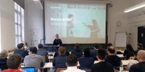 BPM-Experte Holger Hagen von Novatec an der HFT Stuttgart