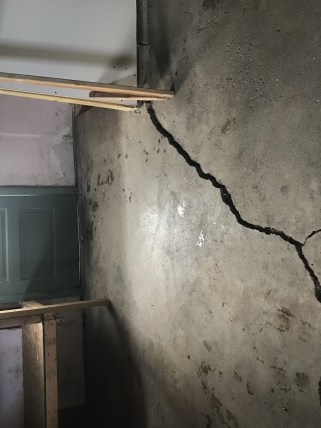 crack in basement floor