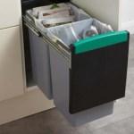 La poubelle de cuisine écologique permet de faire le tri sélectif directement dans des bacs différents.