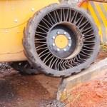 La roue Tweel de Michelin est constituée d'une seule partie qui groupe le pneu et la jante.